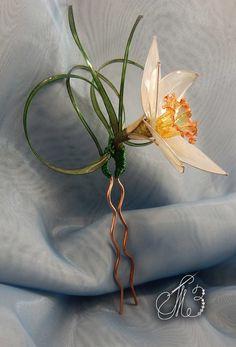 Nylon Flowers, Plastic Flowers, Resin Flowers, Resin Jewelry, Jewelry Art, Plastic Bottle Crafts, Crochet Square Patterns, Unusual Jewelry, Floral Headbands