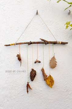 How fun is this mother nature mobile idea from Diari de Colors? Autumn Crafts, Fall Crafts For Kids, Nature Crafts, Diy And Crafts, Arts And Crafts, Diy Projects To Try, Craft Projects, General Crafts, Small Groups