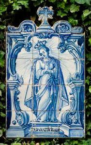 Do Tempo da Outra Senhora: Nossa Senhora no Azulejo Português -  Nossa Senhora da Natividade (2º quartel do Século XVIII). Painel de azulejos (72 x 43 cm). Colecção Berardo.