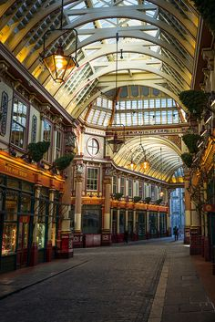 Leadenhall Market London, Love that hidden (from tourists) place in the heart of the city. Check out Friday afternoon around when city boys break out for the weekend; The Places Youll Go, Places To See, City Of London, London Architecture, Gothic Architecture, Ancient Architecture, Architecture Panel, Amazing Architecture, Photos Voyages