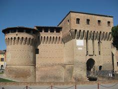 Forlimpopoli. La Rocca. Rocca albornoziana. Edificata fra il 1360 e il 1365 per volere del cardinale Egidio Albornoz.