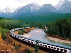 #Treno #Crossing Banff-National Park Canada