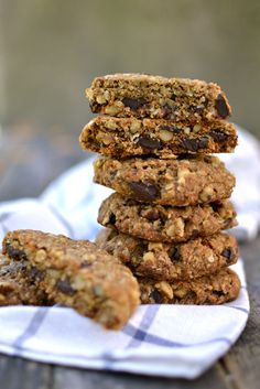 A few staple ingredients and 20 minutes later, you'll be rewarded with warm vegan walnut chocolate chunk oatmeal cookies. Also gluten free!