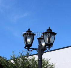 Old-fashioned style, 3-bulb Streetlight.