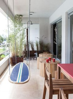 Nice swing - or better yet hanging table for a beach themed room