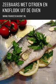 Zeebaars met citroen en knoflook This sea bass recipe with lemon and garlic from the oven is one of the easiest recipes to prepare sea bass. Oven Dishes, Fish Dishes, What To Cook, Quick Meals, Casserole Dishes, Fish Recipes, Food For Thought, Food Styling, Love Food