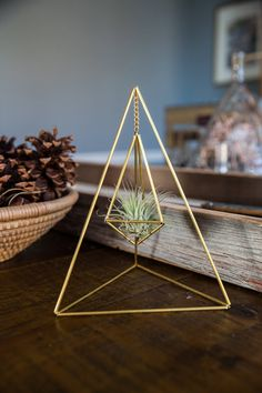 Geometric Modern Industrial Table Hanging Himmeli Air Plant Holder - All For Decoration Industrial Table, Modern Industrial, Industrial Furniture, Vintage Industrial, Geometric Decor, Ideias Diy, Diy Home Crafts, Modern Crafts, Diy Wall Art