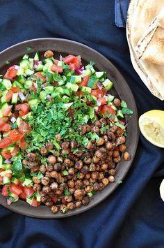スパイスの効いたひよこ豆のサラダ - 中近東のスパイスを効かせたひよこ豆のサラダは主菜としても、副菜としてもあるいはピタブレッドのポケットに詰めても