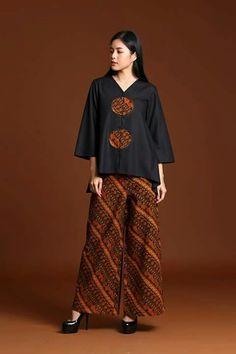 Kulot Batik, Mode Batik, Batik Kebaya, Batik Fashion, Fashion Sewing, Hijab Fashion, Fashion Outfits, Womens Fashion, Traditional Fashion