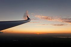 The beauty of gliding (Lennart Batenburg) Tags: sunset netherlands canon eos duo vincent mk2 5d gliding glider lennart discus 24105 soesterberg batenburg 2011 kuipers acvz