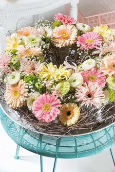 Colourful small gerbera bouquet inside a glass vase #flower #floral #pinkgerberas #whitegerberas #inspiration #colouredbygerbera #dutchgerbera
