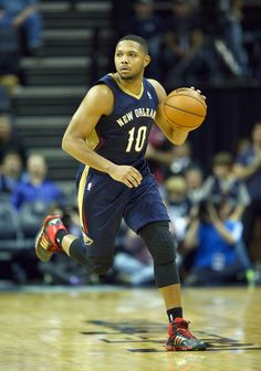 MEMPHIS, TN - NOVEMBER 06: Eric Gordon #10 of the New Orleans Pelicans dribbles the ball during the NBA game against the Memphis Grizzlies at FedExForum on November 6, 2013 in Memphis, Tennessee.