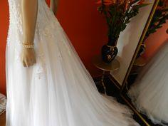 A Line wedding dress. Vestido de novia corte A. Novias&Co ¡Contáctanos! 6156700 - 3208856964 Bogotá, Colombia