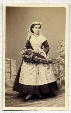 WOMAN w. HURDY GURDY Musical Instrument 1860's CDV PHOTO ~ PARIS, FRANCE