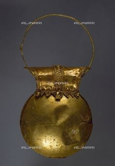 Title: Gold earring in the shape of a bulla from the excavations of Pompeii, Campania, Italy, Roman Civilisation, 1st century, Naples, Museo Archeologico Nazionale (Archaeological Museum), Credits: DeA Picture Library, licensed by Alinari
