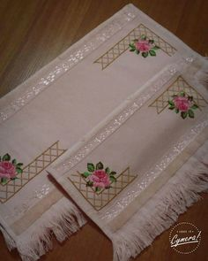 ponto reto - toalhabordado bargello o florentino ile ilgili görsel sonucu Embroidery Stitches, Embroidery Patterns, Hand Embroidery, Cross Stitch Rose, Cross Stitch Flowers, Cross Stitch Designs, Cross Stitch Patterns, Diy Recycling, Crewel Embroidery