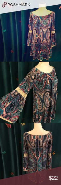 TEE FOR THE SOUL Navy Paisley Bell Sleeve Dress L Gorgeous boho knit dress worn just a handful of times & in great shape! No size tag but seems to fit about an M/L in my opinion; shown on size S mannequin. Tee For The Soul Dresses Long Sleeve