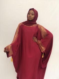 LIMAMETTI.COM- Voici une nouvelle sélection de photos pour les femmes pieuses. Une collection qui peut être aussi utilisée par es grandes dames. Des tenues ravissantes et colorées. La femme africaine est une beauté pieuse à l'état pur. Modest Fashion Hijab, Modern Hijab Fashion, Muslim Fashion, Fashion Outfits, Best African Dresses, African Fashion Dresses, Mode Abaya, Muslim Dress, Hijabi Girl