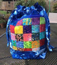 agilejack – agilejack Patchwork Bags, Quilted Bag, Backpack Tutorial, Denim Tote Bags, Black And White Fabric, Diy Purse, Quilt Tutorials, Bag Tutorials, Tote Backpack