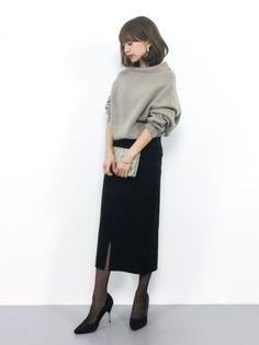 Minimal Fashion Style Tips. Minimal fashion Outfits for Women and Simple Fashion Style Inspiration. Minimalist style is probably basics when comes to style. Minimal Fashion, Minimal Outfit, Work Fashion, Modest Fashion, Skirt Fashion, Daily Fashion, Everyday Fashion, Fashion Beauty, Fashion Fashion