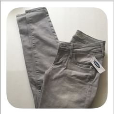 NWT Grey Old Navy Skinny Jeans NWT. CUTE! Fit PERFECTLY! Pants