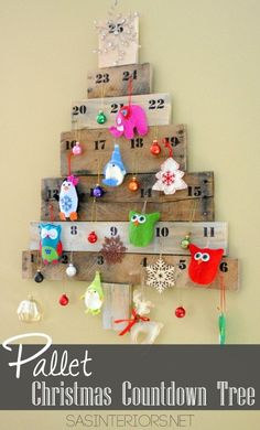 I created a Countdown Calendar in the shape of a tree using my favorite material, pallets and a few other leftover scraps of wood.  Check it out...