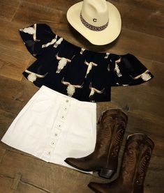 Modern-day dancewear and good leotards, swing, faucet and ballet sneakers, hip-hop apparel, lyricaldresses. Cowgirl Style Outfits, Western Outfits Women, Country Style Outfits, Southern Outfits, Rodeo Outfits, Preppy Outfits, Dance Outfits, Simple Outfits, Chic Outfits