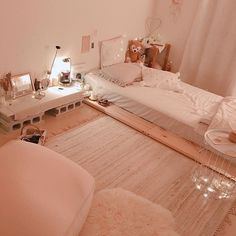 15 cute girls bedroom ideas for small rooms 00012 Small Room Bedroom, Home Bedroom, Room Ideas Bedroom, Bedroom Decor, Bedrooms, Dream Rooms, Dream Bedroom, Minimalist Room, Girl Bedroom Designs