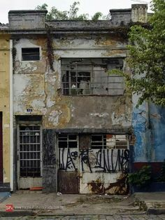 Old Buildings, Old Houses, Contrast, Spirit, Cabin, Texture, House Styles, Home Decor, Surface Finish