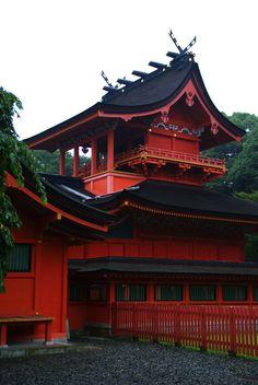 Red Shrine, Fujinomiya, Japan photo via corrextion