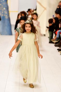 Our most loved childrenswear brand, Bonpoint, recently presented their Winter 2018 collection. Here are our favorite looks and moments from the show. Boy Fashion, Fashion Show, Winter Fashion, Ball Dresses, Flower Girl Dresses, Fall Outfits, Kids Outfits, Bon Point, Cute Young Girl