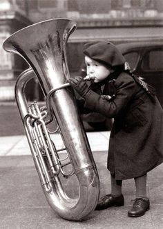 Musicians and their instruments Vintage Photographs, Vintage Images, Pub Radio, Foto Picture, Foto Top, Street Musician, Black And White Pictures, Belle Photo, Music Is Life