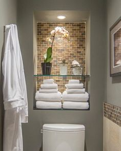 sloped wall bathroom | Home bathroom niche Design Ideas, Pictures, Remodel and Decor                                                                                                                                                                                 Más