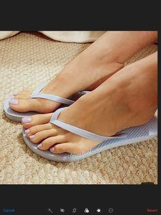 Pretty Toe Nails, Pretty Toes, Samantha Images, Flat Sandals, Barefoot, Flip Flops, High Heels, Beautiful, Women