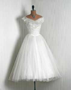 Vintage Fashion Vintage Couture Dress by Vintage Fashion 1950s, Vintage 1950s Dresses, Vintage Couture, Vintage Bridal, Vintage Outfits, Vintage Clothing, Couture Dresses, Bridal Dresses, Pretty Dresses