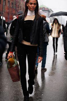 Fotos de street style en Milan Fashion Week: Joan Smalls, Model Off Duty
