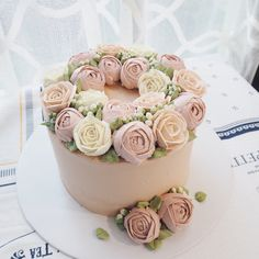 Warm brown and pale pink buttercream cake Beautiful Cake Designs, Gorgeous Cakes, Pretty Cakes, Buttercream Designs, Buttercream Flower Cake, Mini Cakes, Cupcake Cakes, Cupcakes, Charlotte Cake