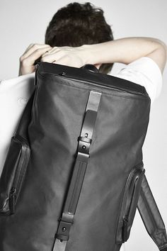 Großer, geräumiger Rucksack aus beschichtetem Canvas und Rindsleder. Hier entdecken und shoppen: https://sturbock.me/QEt