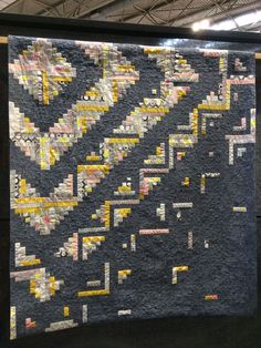 I like how the yellow sections dissipate into the grey background Log Cabin Quilt Pattern, Log Cabin Quilts, Quilting Room, Machine Quilting, Modern Quilt Patterns, Quilt Modern, Modern Quilting, Japanese Quilts, Japanese Textiles