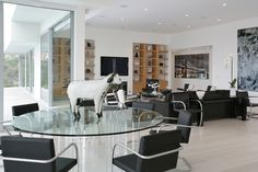 Hollywood Hills Residence Dining Room / Living Room
