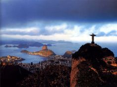 Driving through Rio I always check to see how much distance I have put between myself and Cristo Redentor.  Beauty.