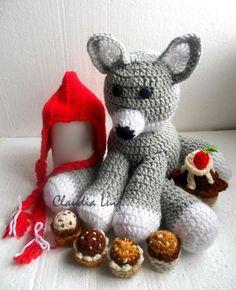 Em fio 100% acrílico. <br> <br>Kit composto de: <br>1 touca - recém nascido <br>1 lobo mal - 30cm aproximadamente <br>4 brigadeiros <br>1 cupcake <br> <br>DISPONÍVEL APENAS NESTAS CORES, QUANTIDADES E TAMANHOS Newborn Crochet, Cupcake, 1, Teddy Bear, Red Riding Hood, Beanies, In Living Color, Party Kit, Feltro