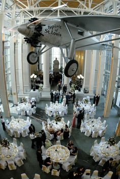 Reception at the St. Louis History Museum | Photography: Susan Jackson Photography | Wedding Planner: Cosmopolitan Events