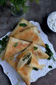 Spanakopita is a very popular Greek savory baked pastry. Filling is made with spinach and feta cheese and is enclosed in a flaky filo/ phyllo pastry and then baked until golden. Spinach Appetizers, Finger Food Appetizers, Spinach Recipes, Finger Foods, Appetizer Recipes, Chinese Appetizers, Frozen Spinach, Spinach And Feta, Spanakopita Recipe