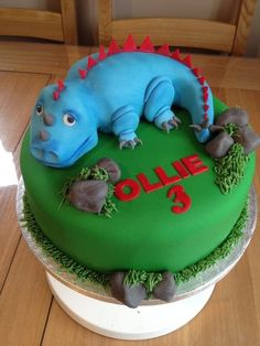 Dinosaur cake - by CakeLaine @ CakesDecor.com - cake decorating website