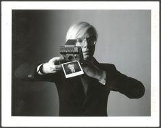 Oliviero Toscani, « Andy avec un appareil photographique », 1975.