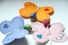 Originelle Einladungskarten in Form von Schmetterlingen / creative invitations, butterfly and lollipops by creartiv.box via DaWanda.com