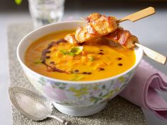 Leichtes Abendessen - Rezepte für bewussten Genuss - moehren-basilikum-suppe  Rezept