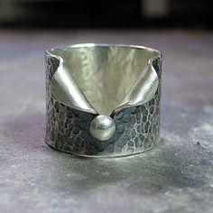 Una adición a la serie de mi camino de guijarros, este anillo de banda ancha dará el dedo una mirada única, después de que terminé que decidí que