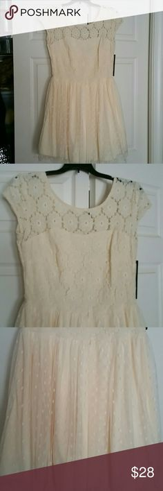 Cream Lace Dress/FREE GIFT Free Gift with purchase!  Lace Cream Summer Dress Size 9......Fully lined Dresses